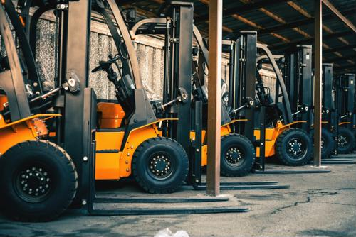 6 ways manufacturing workers can improve forklift safety